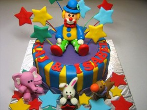 circus-rown-happy-birthday-themed cake