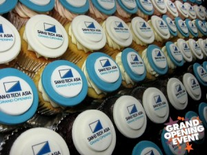 GRAND-OPENING-CORPORATE-CUPCAKES