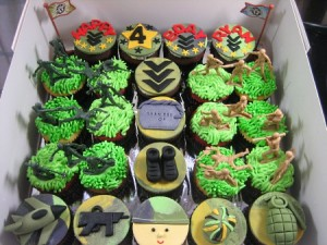 ARMY-THEMED-CUPCAKES