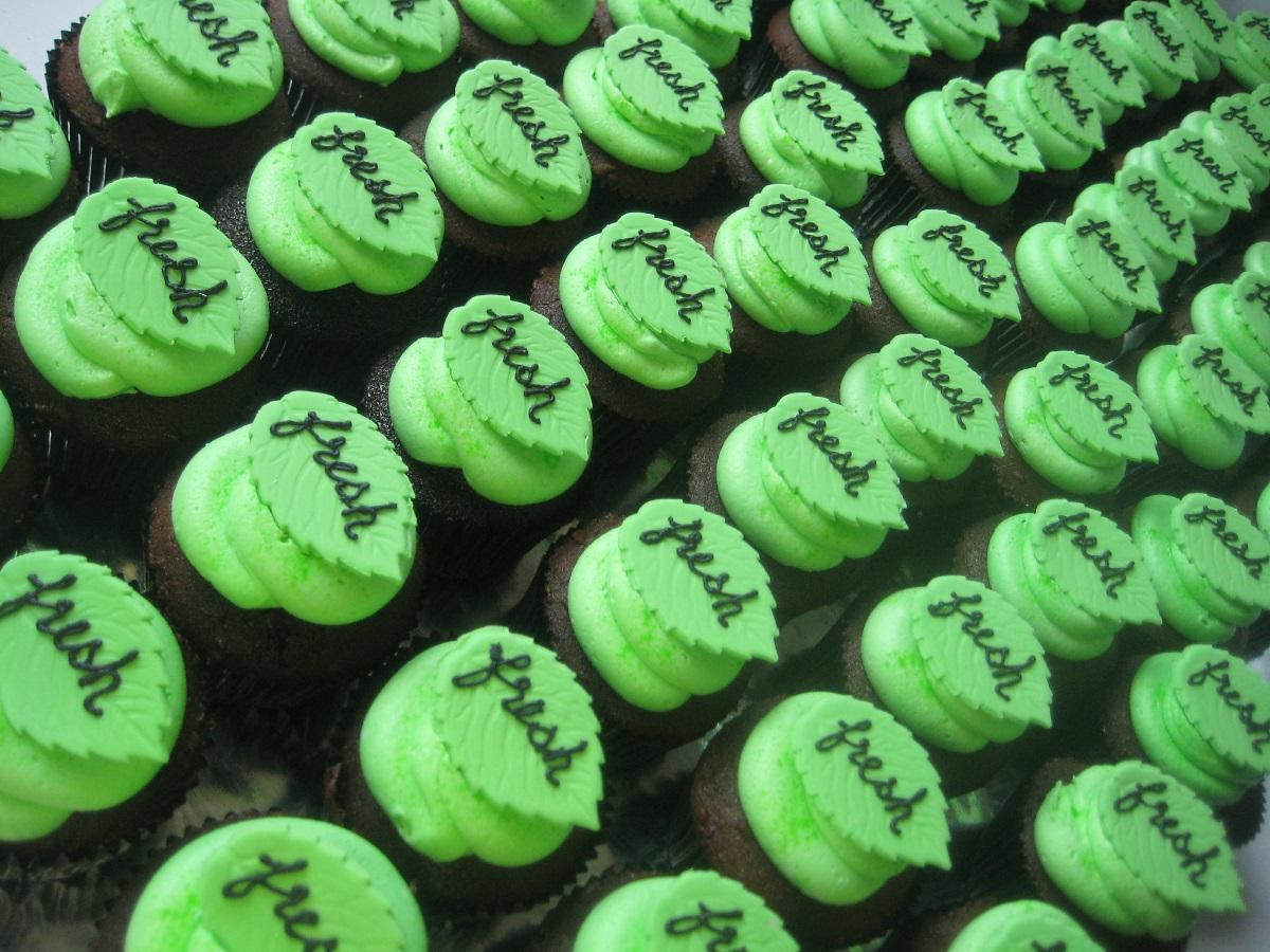 Corporate-custom-design-cupcakes