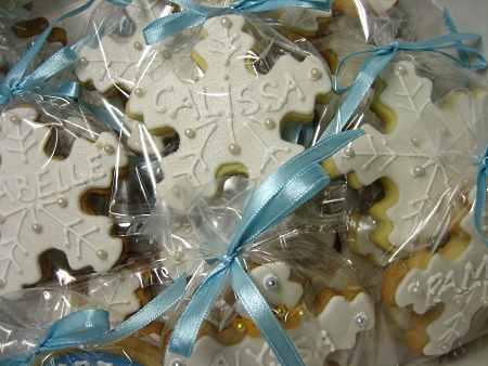 Frozen-snowflake-designed-cookies