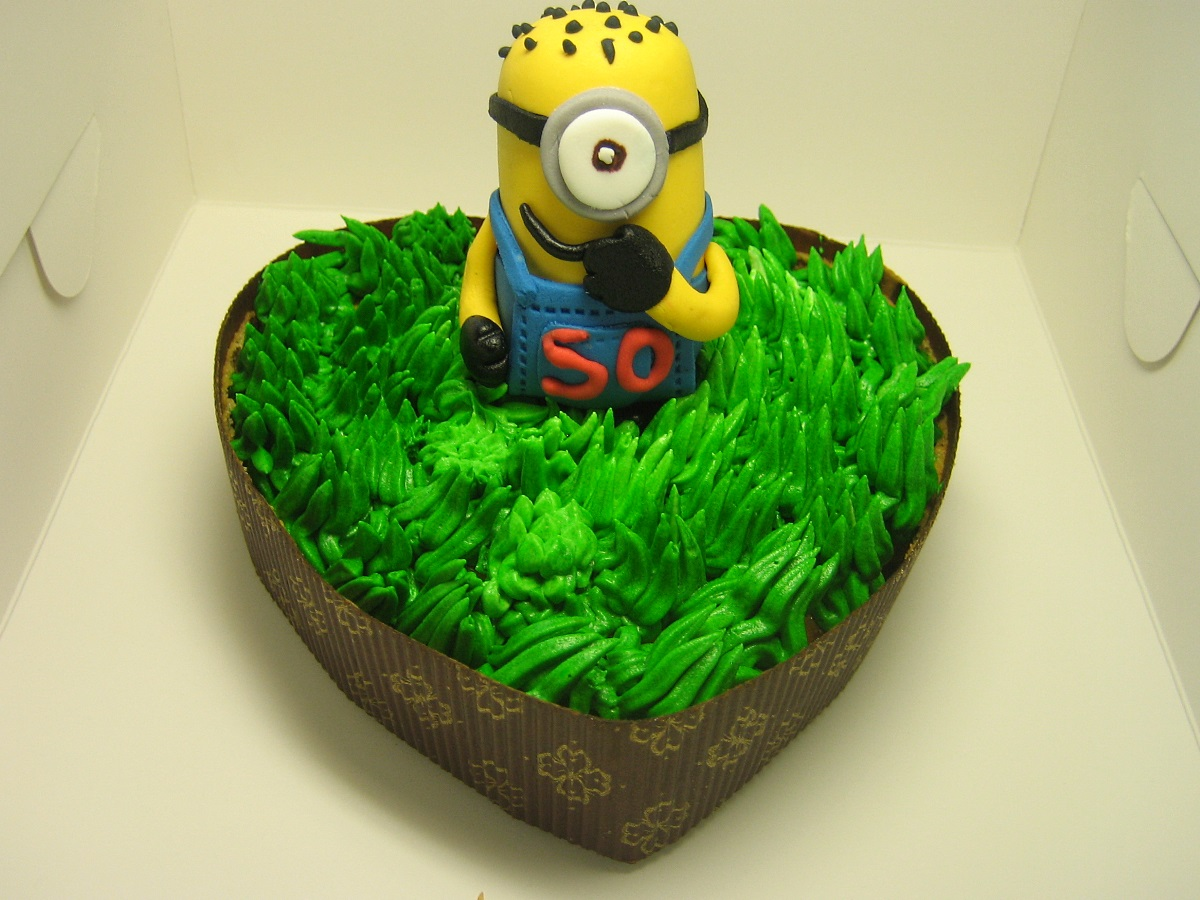 MINIONS-happy-birthday-themed cake