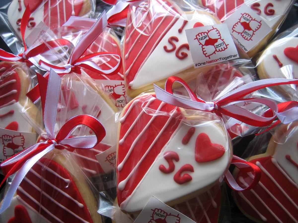 SG51 Flag red-velvet cupcakes