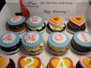 themed-anniversary- cupcakes