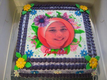 flower-Happy-birthday-themed-cake