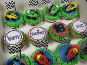 F1-personalized-birthday-cupcakes