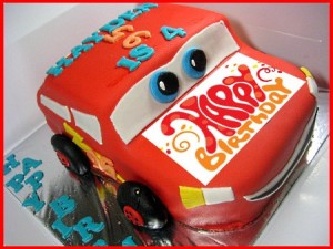 car-Happy-birthday-decorated-cake