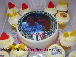 happy-28th-wedding-anniversary-decorated-cake