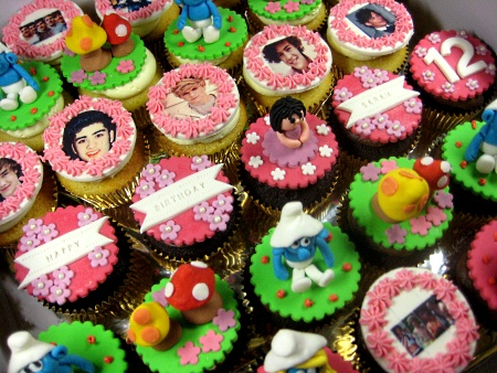 happy-birthday-smurf-customized-cupcakes
