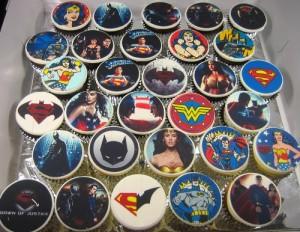 Batman Superman Wonder-woman cupcakes