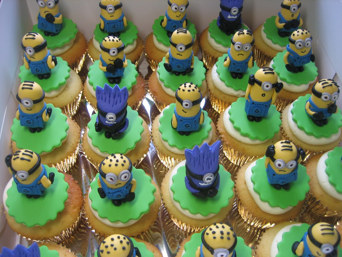 minions-birthday-cupcakes