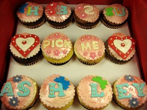 marriage-proposal-cupcakes