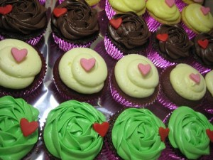 simple-hearts-birthday-cupcakes