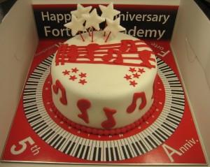 MUSICAL PIANO CAKE
