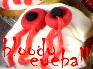 z bloody eyeball Halloween cupcake