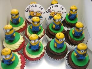12 Birthday 3D Minions cupcakes
