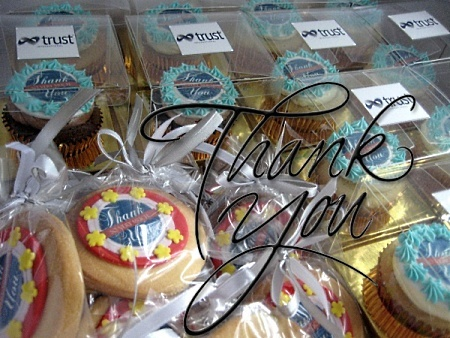 thank-you-themed-cupcakes-cookies