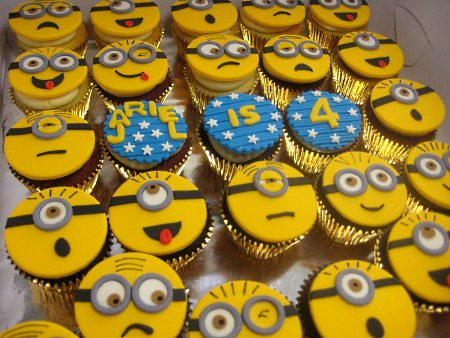 2D-minions- themed-birthday-cupcakes