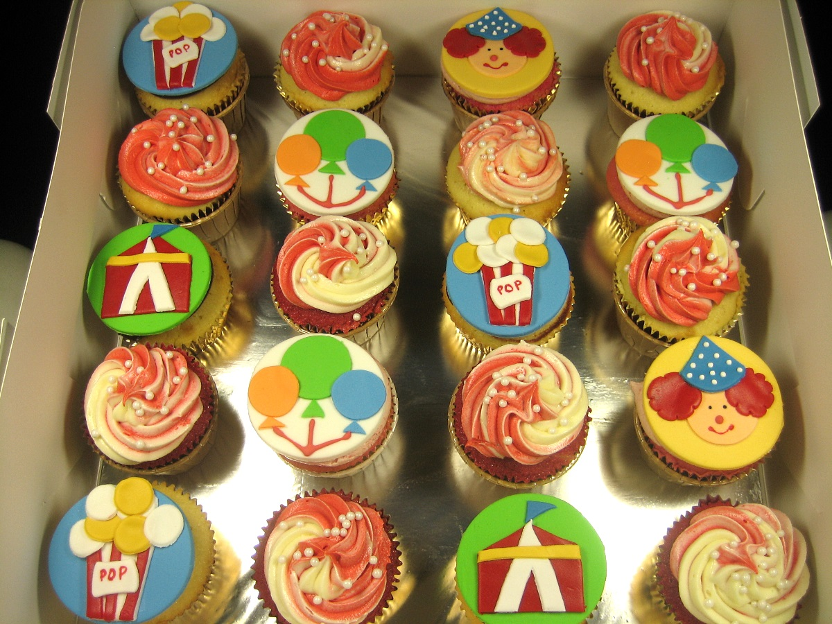 CIRCUS-personalized-cupcakes
