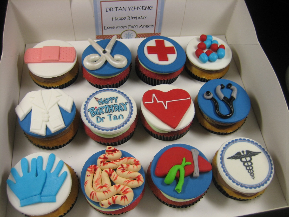 doctor-themed- cupcakes