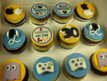 geek-happy-birthday-custom-cupcake-delivery-order