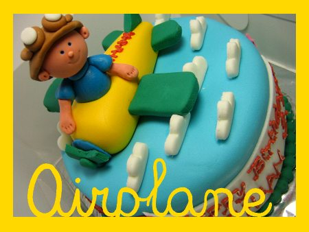 airplane-happy-birthday-themed cake