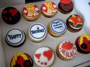 bikini-decorated-birthday-cupcakes