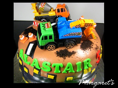 construction--Happy-birthday-decorated-cake