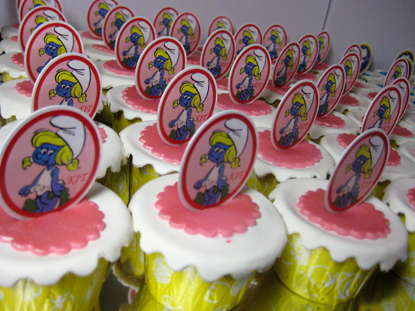 snoopy-smurf- wedding- cupcakes