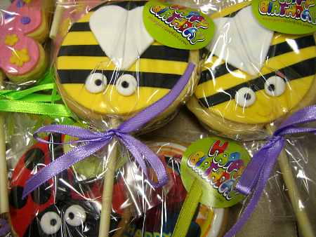beetle-lollipop-creative-cookies