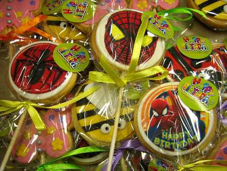 spiderman-beetle-flower-lollipop-creative-cookies