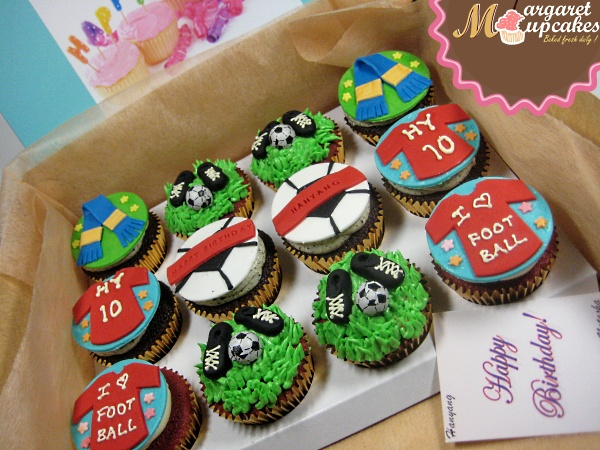 Man-U-happy-birthday-customized-cupcake-delivery