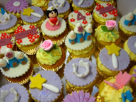 happy-birthday-customized-cupcakes