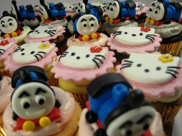 happy-birthday-customized-Thomas-Hello-Kitty-cupcakes-delivery