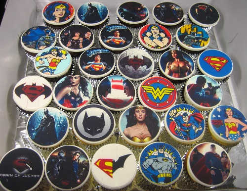 Batman Superman Wonder-woman cupcakes