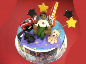 musical-star-Happy-birthday-themed-cake