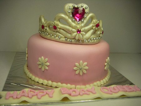 tiara-Happy-birthday-themed-cake