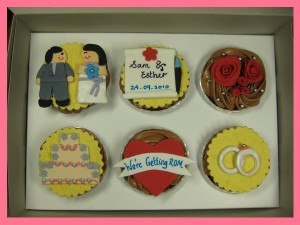 rom-marriage-cupcakes