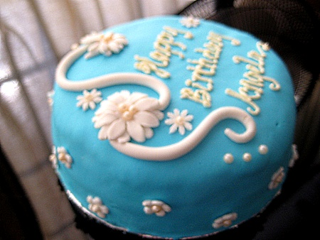 sky-blue-Happy-birthday-themed-cake