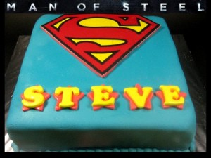 superman-Happy-birthday-themed-cake