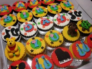happy-birthday-mexican-cupcakes