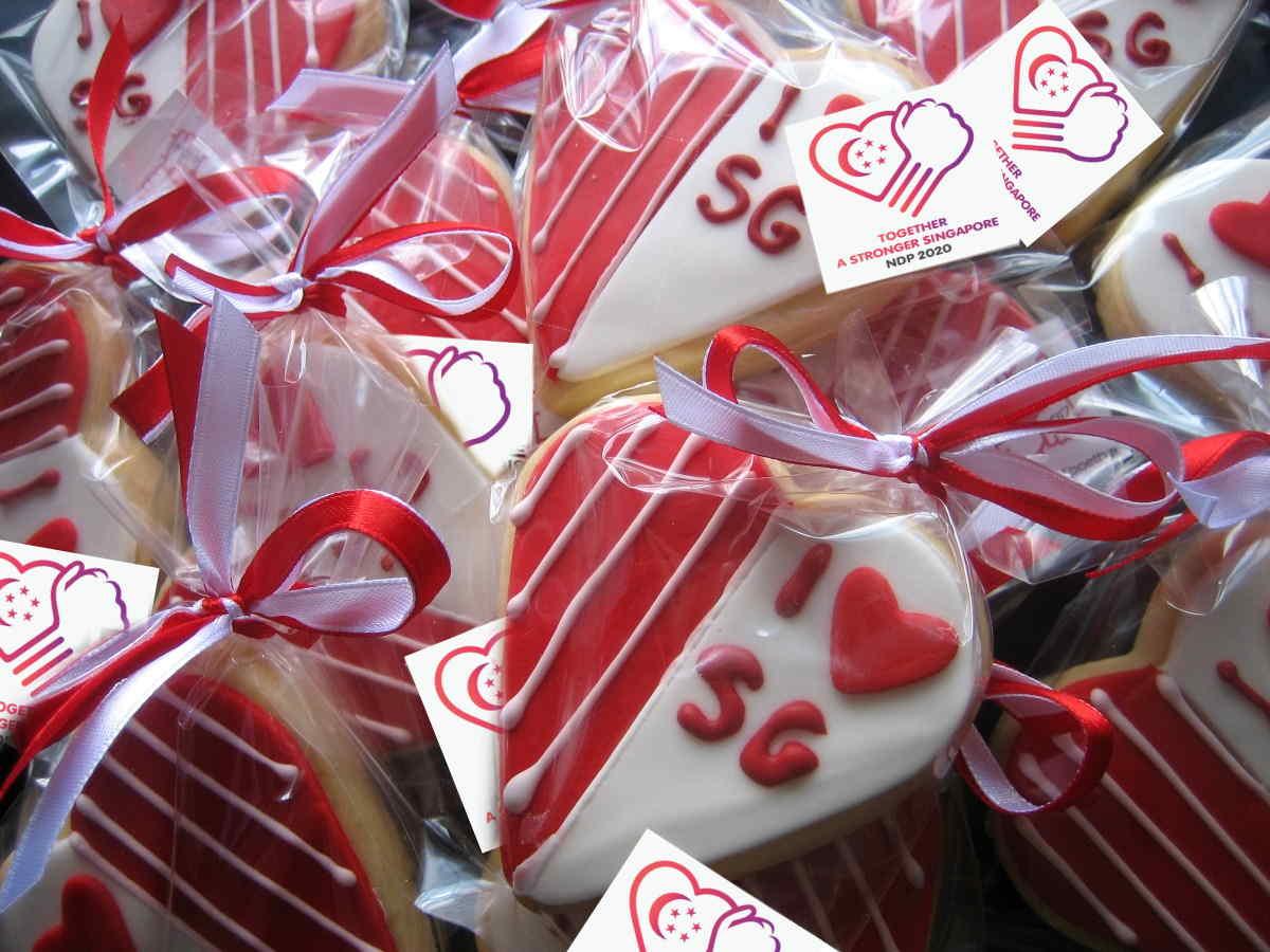 SG55 Flag red-velvet cupcakes